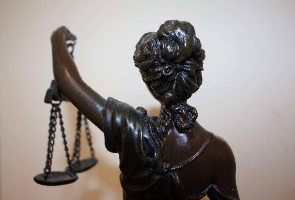 Sukčiai savo nusikaltimo schemą privalės aiškinti teisme