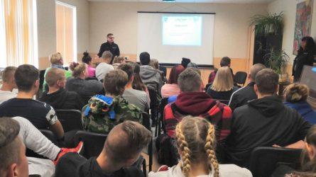 Pareigūnai bendravo su Joniškio žemės ūkio mokyklos moksleiviais