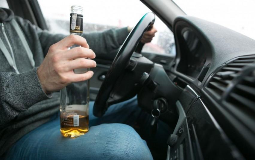 Girtus vairuotojus išduoda girtas vairavimo stilius