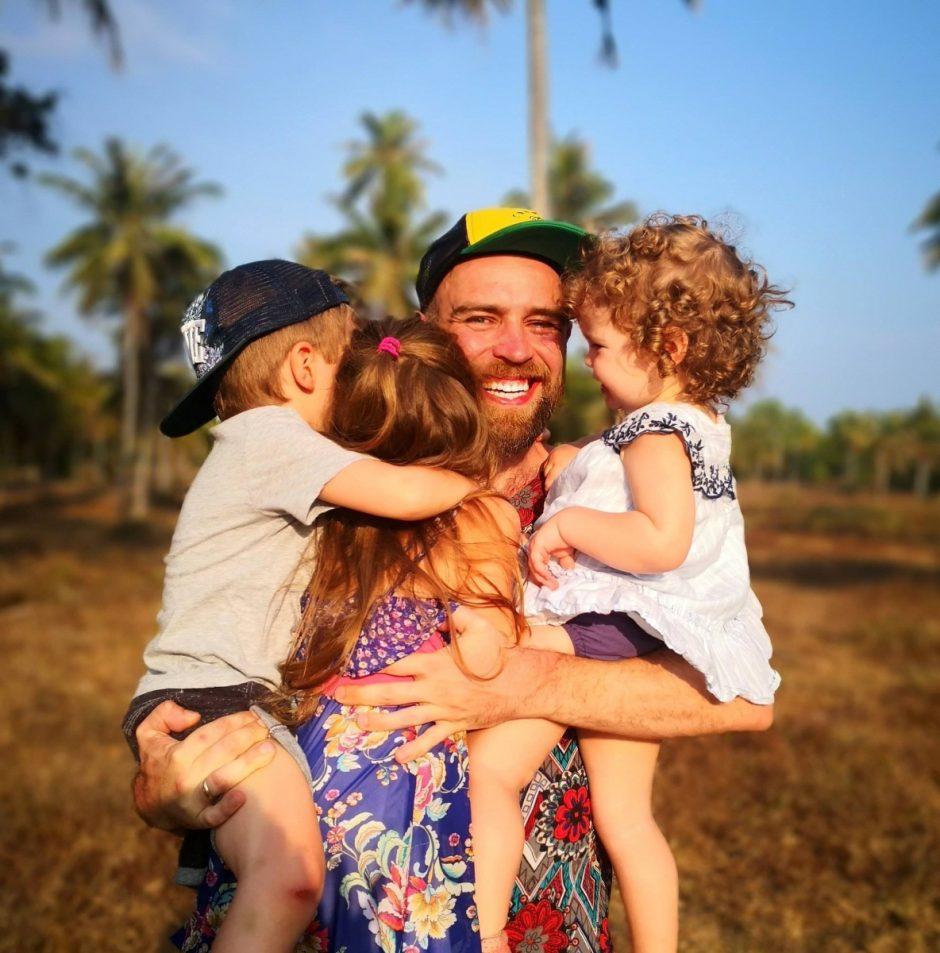 Trijų vaikų tėtis Simonas Urbonas – apie didžiausius iššūkius auginant vaikus