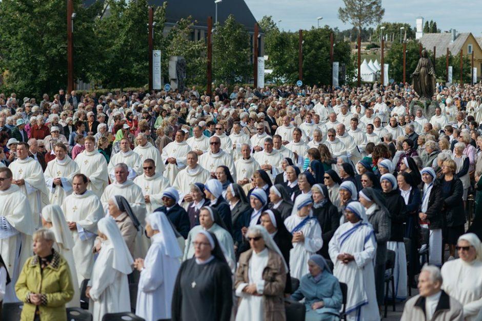 Šiluvos atlaiduose kunigų ir vienuolių diena