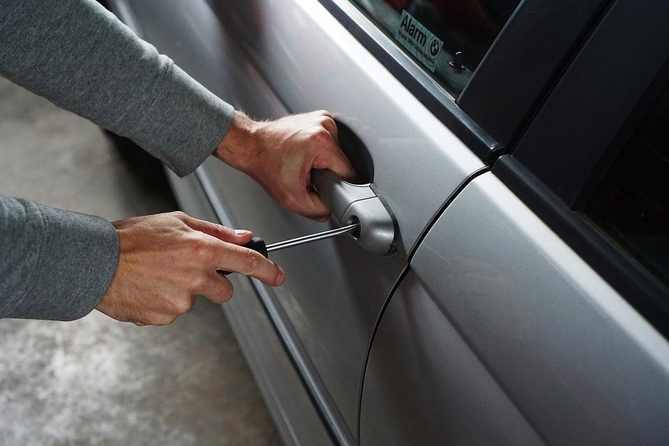 BMW automobilių vagystės atvedė į teisiamųjų suolą