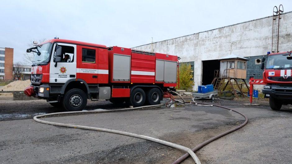 Situacija gaisro Pramonės rajone vietoje gerėja
