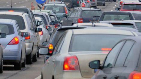 Siūloma nustatyti mokestį už transporto priemonių keliamą taršą