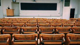 Ar verta vaikus mokykloje mokyti etiketo?