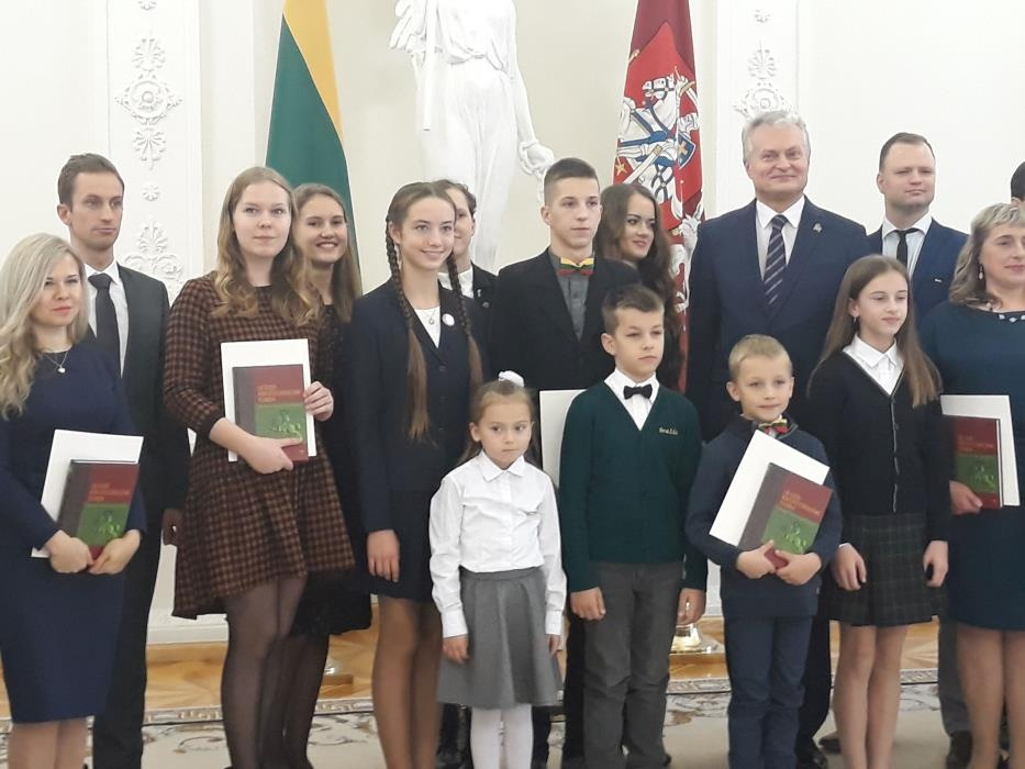 Kauno rajono moksleivės apdovanotos Prezidentūroje