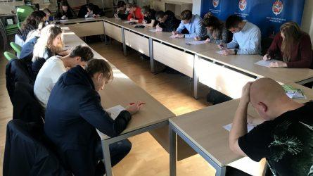 Daugiau nei pusšimtis moksleivių Lietuvos prokuratūrose tikrino savo konstitucines žinias