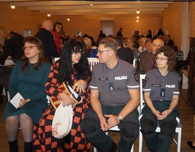 Raseinių policijos bendruomenės pareigūnai džiaugiasi aktyvia kaimo bendruomenių veikla
