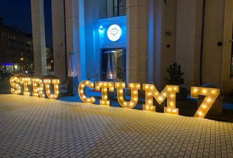 """""""STRUCTUM"""" gimtadienyje pirmą kartą atliktas itin pavojingas skysto ozoto triukas"""