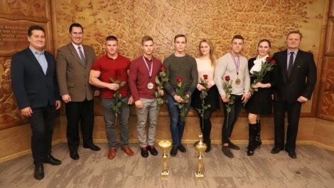 Pasveikinti jaunieji miesto sportininkai