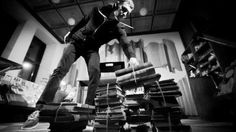 """TAI, KO NEGALIMA ATLEISTI: Sukrečiantis """"Noktiurnas"""" knygynuose ir bibliotekose"""