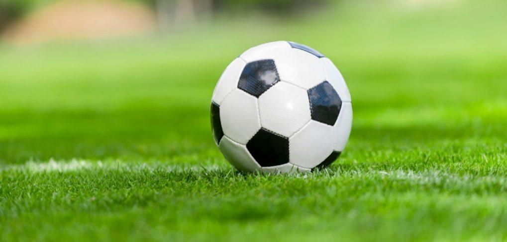 Tęsiami darbai Akmenės rajono sporto centro futbolo aikštėje