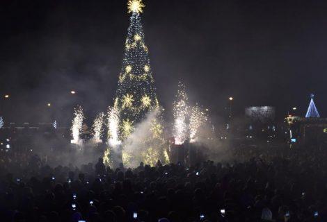 Mažeikiuose įžiebta Kalėdų eglė