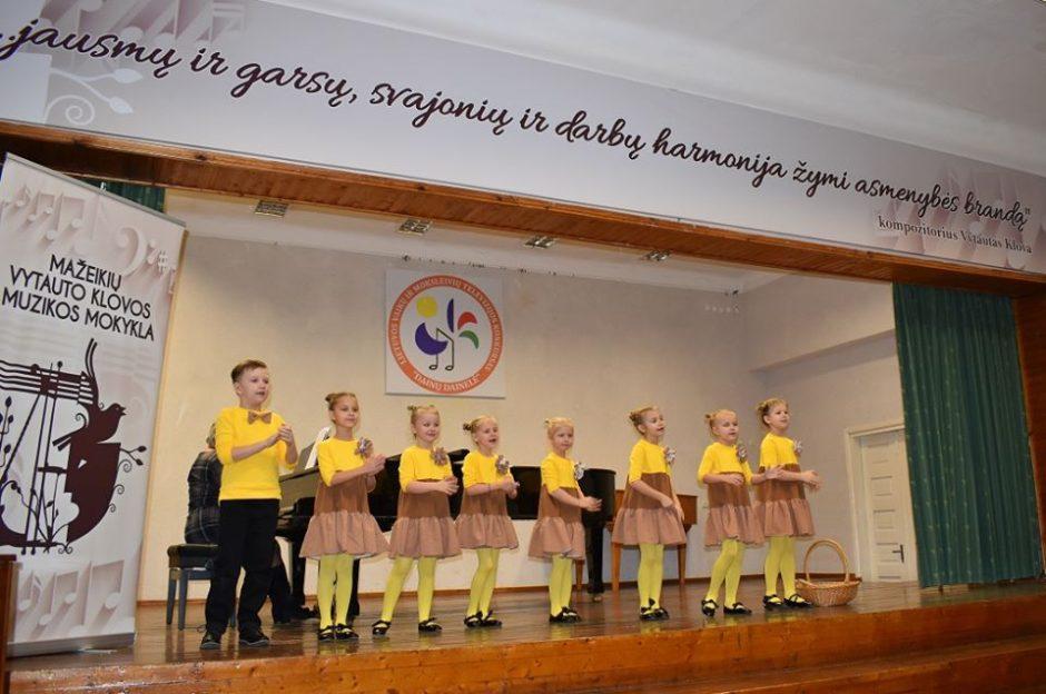 """Į antrąjį """"Dainų dainelės"""" konkurso etapą pateko trylika rajono vokalinių kolektyvų"""