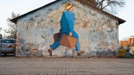 """Gatvės menininkas įamžino """"paskutinį keleivį"""" Kauno geležinkelio stotyje"""