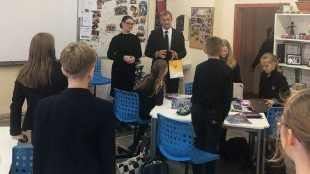 Šiaulių miesto meras Artūras Visockas dalyvavo mokytojos Kristinos Bliūdžiuvienės anglų kalbos pamokoje
