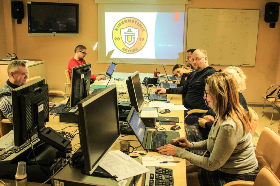 """90 proc. kibernetinio saugumo pratybose """"Kibernetinis skydas 2019"""" dalyvavusių vietinių instruktorių teigė, kad pratybos buvo naudingos"""