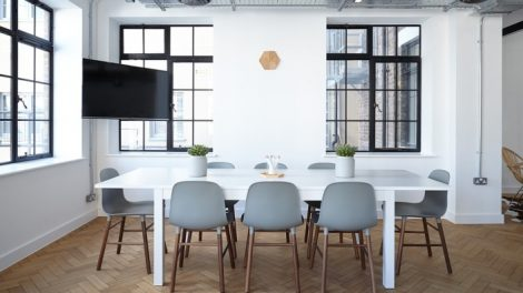 Į ką atkreipti dėmesį renkantis naujus baldus?