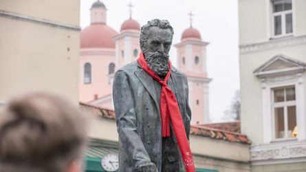 ES Tarybai pirmininkauja Kroatija – dr. J. Basanavičiaus paminklas papuoštas kroatišku kaklaraiščiu