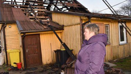 Rajono vadovai ir gyventojai neliko abejingi nuo gaisro nukentėjusiai šeimai
