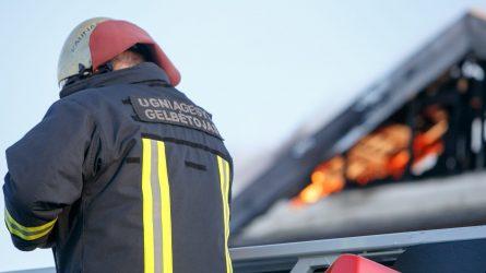 Šiluvoje atvira liepsna degė negyvenamas pastatas