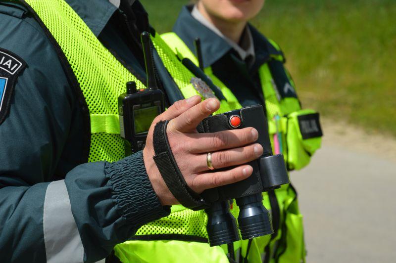 Policijos patruliai savaitgalį tramdė Raseiniuose teisės normas ignoruojančius gyventojus