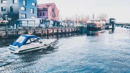 Neįprastai šilta žiema Klaipėdos policijos pareigūnus įpareigoja tvarką prižiūrėti ir vandenyje