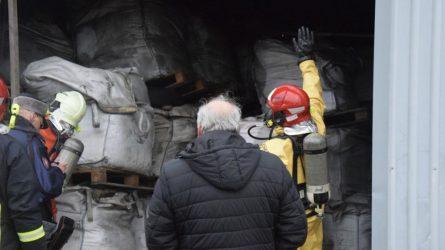 Bendrovės veiklavietėje Utenos rajone laikomos pavojingos atliekos kelia grėsmę