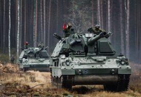 Kariuomenei perkami nauji kariniai sunkvežimiai AROCS