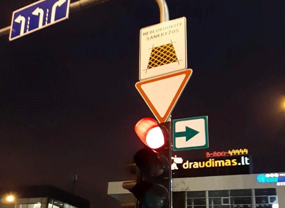 Lentelės su žalia rodykle jau grįžo į Šiaulių miesto sankryžas
