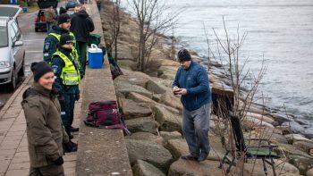 Klaipėdos policijos pareigūnai žvejų prašo saugotis – stintų karštligė jau pareikalavo dviejų aukų