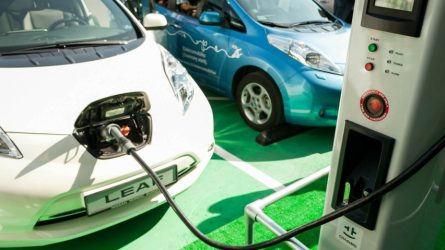Savivaldybėse plečiamas elektromobilių įkrovimo stotelių tinklas