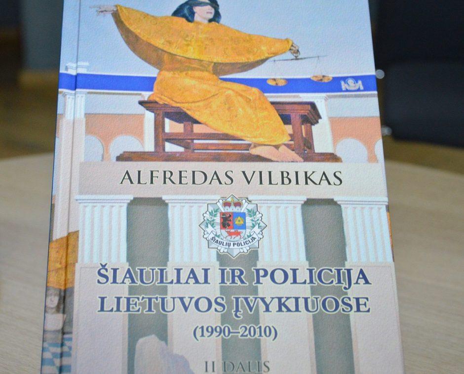 """Pristatyta knyga """"Šiauliai ir policija Lietuvos įvykiuose (1990-2010)"""""""