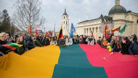 Įkvepiančios jaunimo eitynės sostinėje – tūkstančiai eina Laisvės keliu