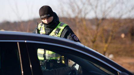 Vakar Maironio g. sulaikyti du vairuotojai: vienam nustatytas sunkus girtumas, kitas su savimi turėjo įtartinų tablečių