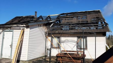 Nuo gaisro nukentėjusi šeima sulaukė skubios pagalbos