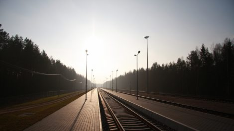 """Lietuva siekia papildomų ES lėšų """"Rail Baltica"""" pagrindinės linijos statyboms nuo Kauno iki Latvijos sienos"""