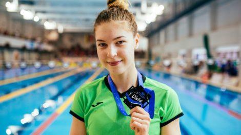 Talentingoji plaukikė medžioja olimpinį normatyvą