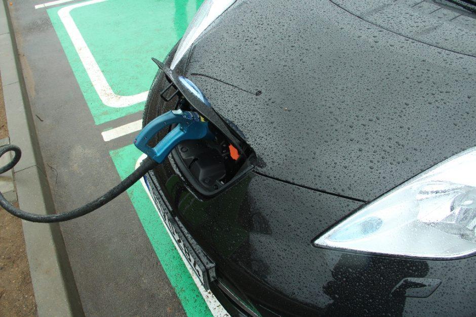 Šiauliuose – naujos elektromobilių krovimo vietos