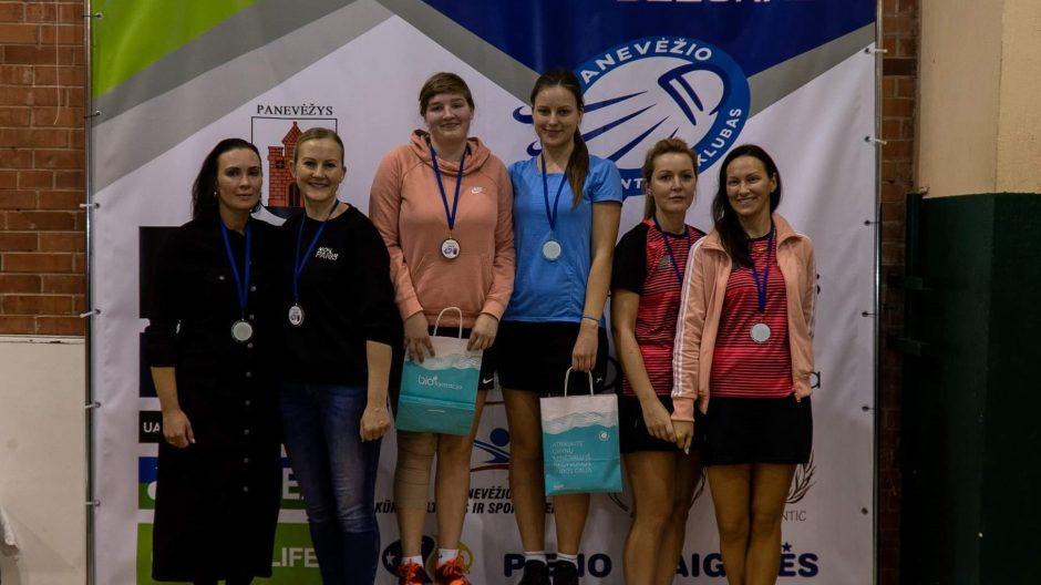 Aukso medaliai iš badmintono turnyro Panevėžyje