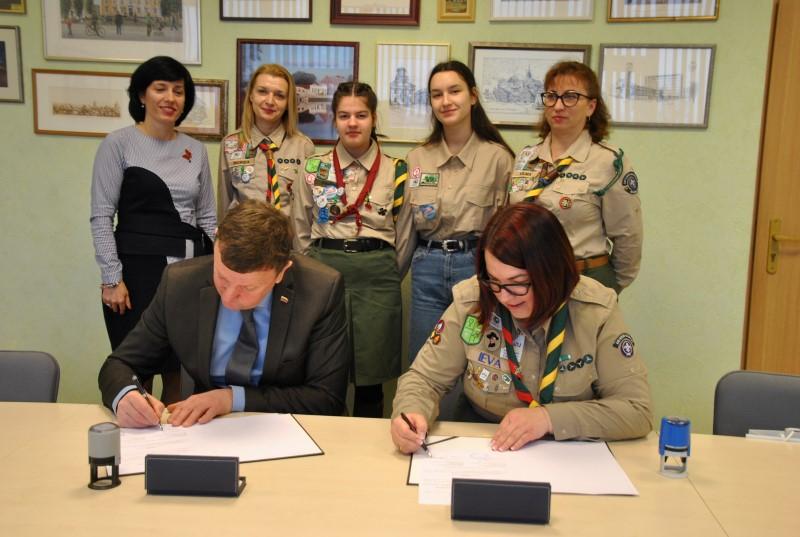 Pasirašyta bendradarbiavimo sutartis su asociacija Lietuvos skautija