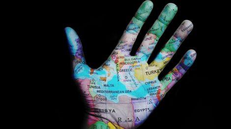 Užsienio reikalų ministerija rekomenduoja atidėti visas keliones