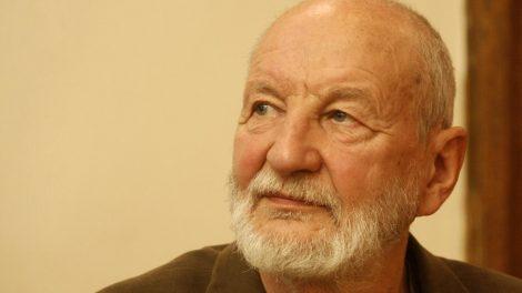 Kultūros ministras sveikina literatūrologą Kęstutį Nastopką su 80-uoju jubiliejumi