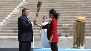 Įvykusi olimpinės ugnies perdavimo ceremonija pasauliui siunčia vilties žinutę