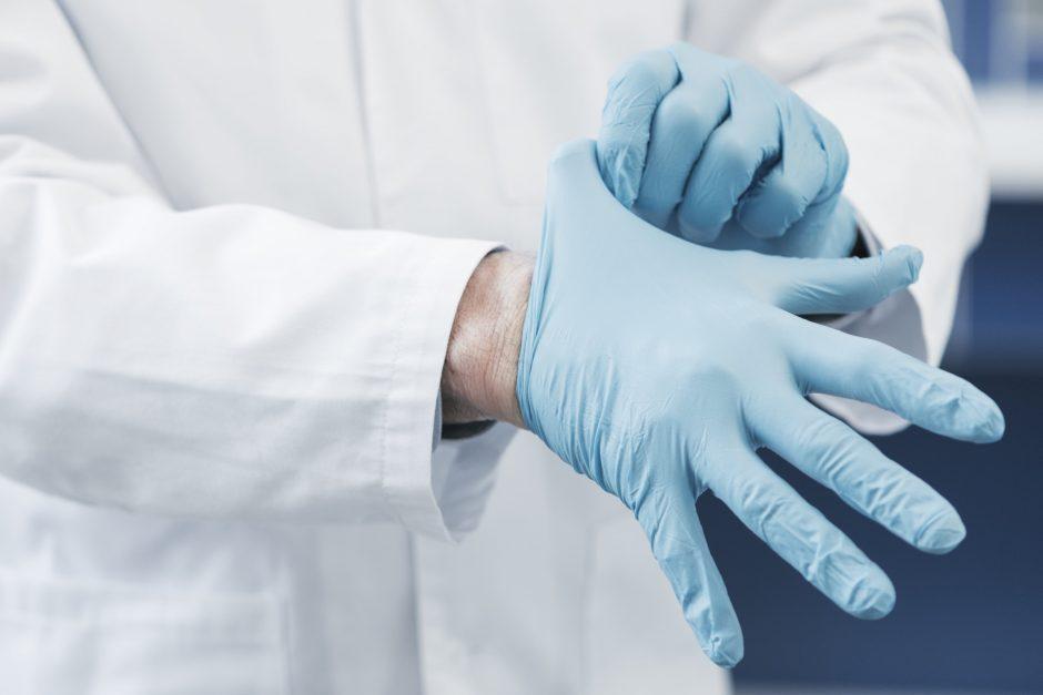 Lietuva perka apsaugos priemones medikams, jos – pakeliui