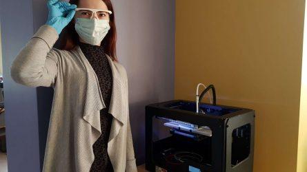Biblioteka telkiasi į pagalbą medikams – 3D spausdintuvu gamina apsaugas