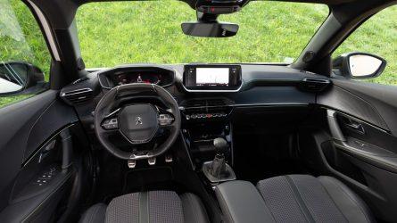 Lietimui jautrūs ekranai fizinių automobilių mygtukų dar nepakeis