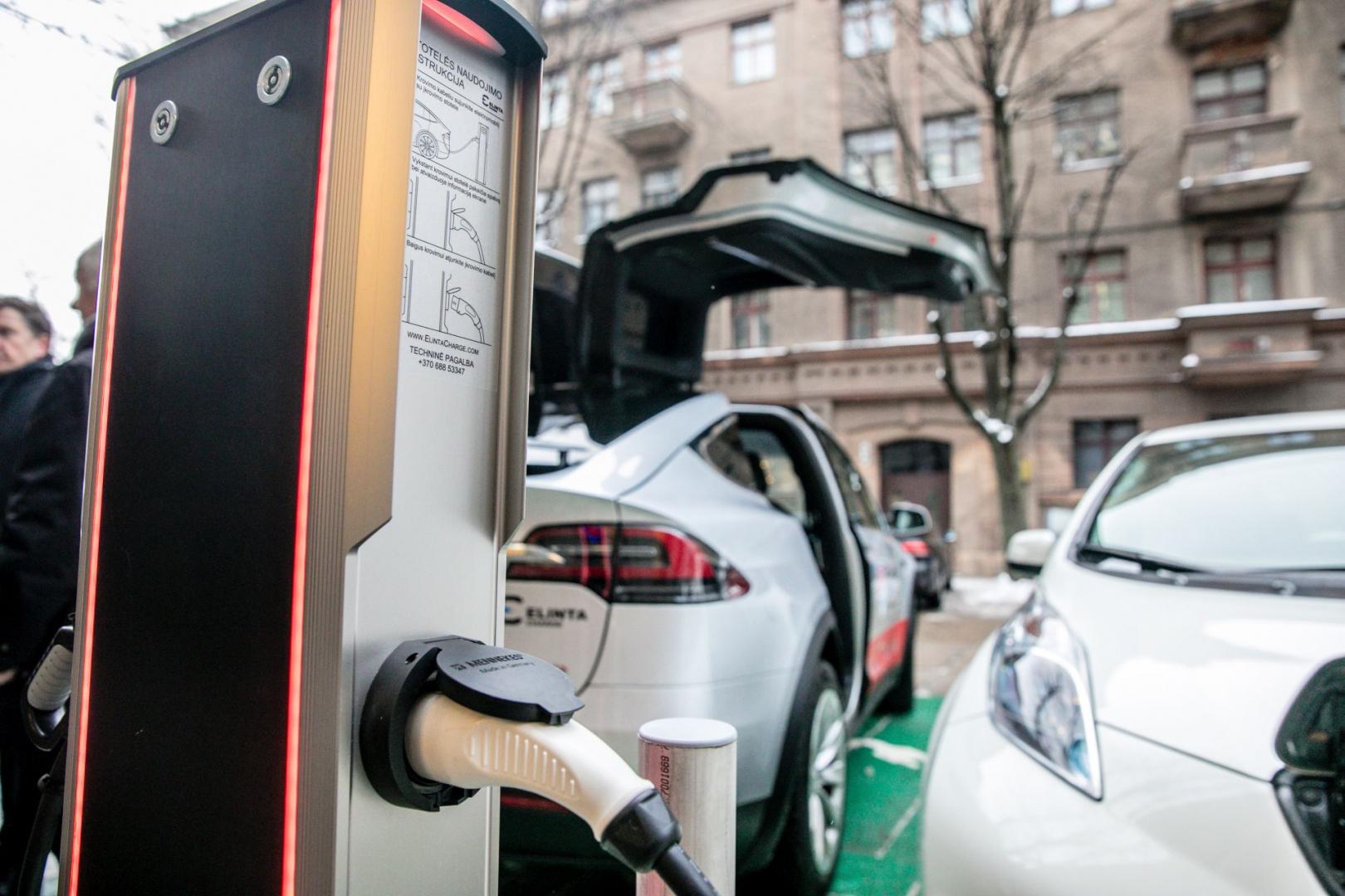 Aplinkos ministerija kompensuos gyventojams dalį išlaidų už įsigytą elektromobilį