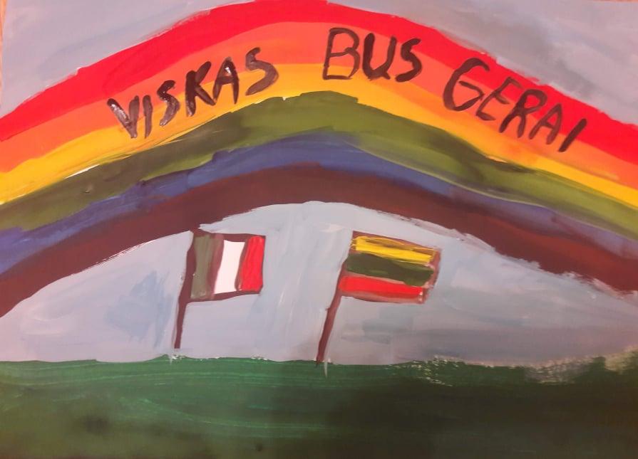 """Jaunieji Varėnos dailininkai savo piešinius tema """"Viskas bus gerai"""" skyrė koronaviruso metu izoliuotoms italų šeimoms"""