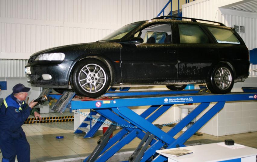 Susisiekimo ministerija: automobilių techninę apžiūrą bus galima atlikti vėliau
